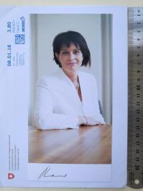 2次出任瑞士联邦主席、总统、国家元首(2010-2011和2017-2018)、瑞士历史上第三位女性国家元首、1934年以来瑞士最年轻的联邦主席、前副主席、副总统(2009-2010)、联邦经济部长(2006-2010)、环境、交通、能源和通信部长(2010-2019)、多丽丝·洛伊特哈德(Doris Leuthard)、亲笔签名、官方照片卡片1张(罕见、珍贵)