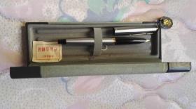 英雄牌钢笔金笔一支,300型号,12K的。没有是用过全新。