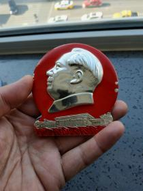 文革时期毛主席和人民大会堂大型像章