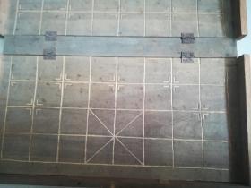 老抠槽棋盘,展开长43厘米左右宽40厘米左右,内格边长4厘米