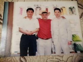 著名歌星,主持人、凌峰与友人合影一张(18cm×12cm)附原底版