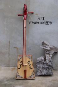 胡杨木制马头琴,产自蒙古,琴弦处嵌有1毫米紫檀木,马头雕刻精美,磨损自然,琴音柔曼厚重,尺寸如图