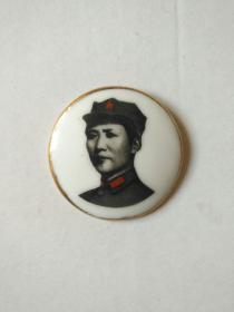 金边八角帽小瓷章(直径3.8厘米)