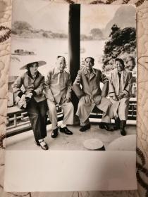 周恩来夫妇、陈毅夫妇在桂林漓江合影 1960年5月 原版