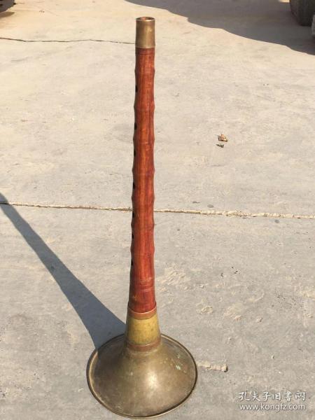 70年代黄花梨唢呐,品相完好保存完整,包浆一流,纹理清晰美观,源头无劈裂。