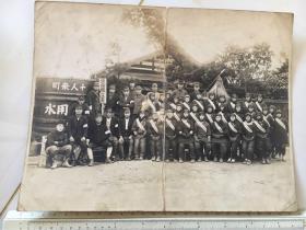 民国抗战时期原版老照片:大尺寸防空壕前的日本妇女合影
