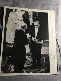 1961年诺贝尔文学奖得主,波黑作家安德里奇,代表作有《德里纳河上的桥》,1961年10月于斯德哥尔摩获奖时的亲笔签名。