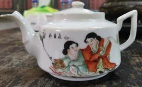画工一流民国名家陈洪昌出品和合二仙小茶壶,器形漂亮,品相完整,盖子后配