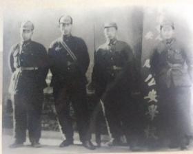 4人在天津市人民政府公安局公安学校合影照片(老底版新冲印、天津市公安学校,创办于1949年1月)