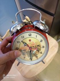 """绝对收藏===文革""""老机械闹钟""""一个,文革气息浓,手能够动的红卫兵(绝对包老)走的好,震铃悦耳。"""