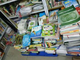【实体小书店倒闭 大约3吨旧书一次性清仓处理 每吨6000元 运费自理】