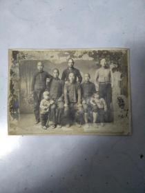 大概40年代末期家庭合影老照片《大概7寸照片》