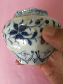 青花小罐(八棱角)