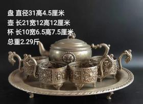 代友出:老银盘 银壶一套,大福银楼款。老银纯手工打造,雕刻精美细致,工艺精湛独特!