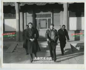 1956年朝鲜战争中投降并归顺中国的四名美军士兵,战争结束后留在北京,在中国人民大学学习老照片。25.4X20.6厘米