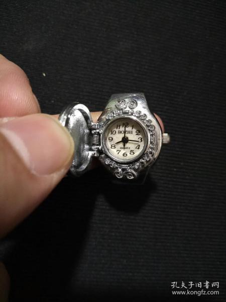 老电子表(戴在手指上的,女式)