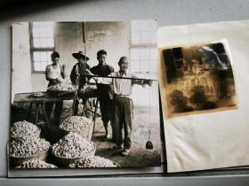 1965底片一张:金寨县蚕茧收购过秤,加2002冲洗片