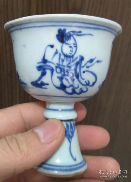 青花人物图茶杯
