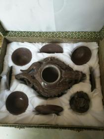 《木鱼石纯手雕龙凤呈祥茶壶茶具一套(一把茶壶、三套碗、分体共8件)》原盒全新未使用!
