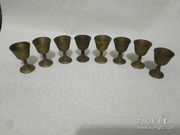 回味从前《老铜酒杯八只》高5.5厘米,口宽3.5厘米!底宽3厘米!品相如图,自定!
