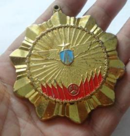 空军纪念章直径7厘米,厚重