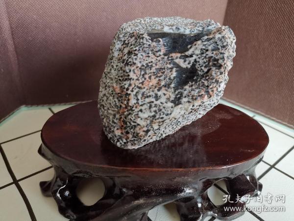 新疆戈壁电气石碧玺石包玉奇石摆件(含底座)