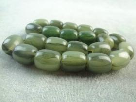 漂亮的绿色老玉石项链佛串手串手链一条,色泽养眼,品佳