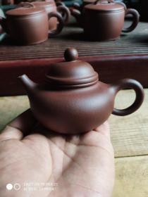 小容量圆形宜兴紫砂壶