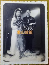 民国老照片:民国33年,刘志祥与翁连渠之结婚照也。看背题