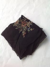 七十年代创汇期手工绣真丝方巾,质量很好,纯春蚕丝做原料的丝织品织物