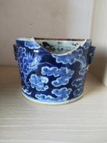 清早期官窑云水飞龙纹竹节粥罐,残品如图。
