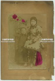 清末民初小脚三寸金莲女子和儿童老照片一张