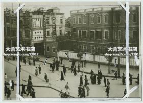 民国1927年12月,中国共产党在广东广州发动的最后一次大规模武装起义~广州起义被镇压后,广州街头老照片,可见道路上留下了众多革命者的遗体。