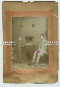 清末民初年轻女孩和她的弟弟老照片一张,小辫子有特色。照片尺寸为12.3X8.9厘米,卡纸的尺寸是19.3X13.5厘米