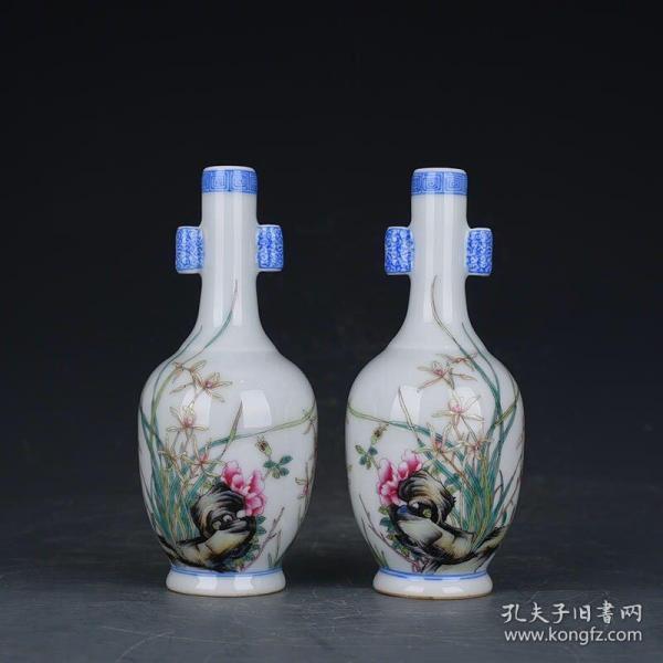 清乾隆珐琅彩兰花纹贯耳瓶