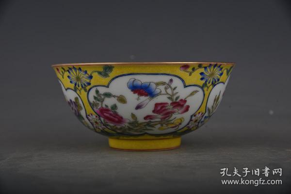 清康熙琺瑯彩花卉紋碗。