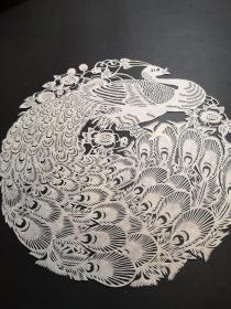精品剪纸圆孔雀,