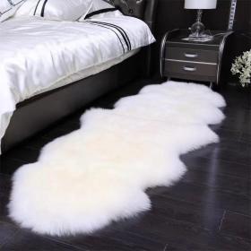 保真羊皮,尺寸1米3/70,清理干净的,299一张包邮,不议价,可做地毯