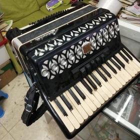 百乐手风琴(品如图按键需要回去重新粘下不缺按键)