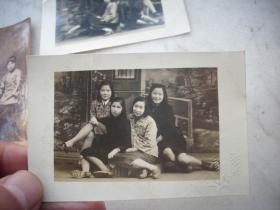 民国1948年【美女合影照】2张合售!同一来源。有张背面写有留言。9/6厘米