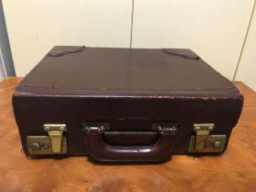 H-0510 海外回流 老物件民国老牛皮箱 手提式双扣锁老皮箱子带钥匙可放一些贵重物品尺寸33*26*12厘米 / 影视道具怀旧收藏/品相如图