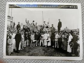 老照片《五四运动时--北京高师被捕学生获释返校》1919年