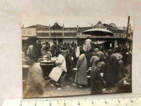 民国抗战时期原版老照片:南京民众避难场所露天商场