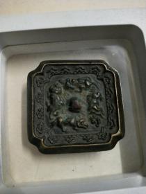 袖珍四兽方铜镜