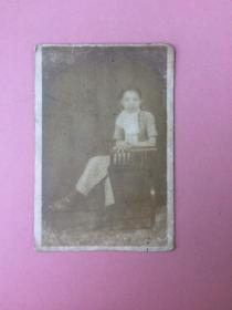 照片,民国美女,坐在椅子上,全身照