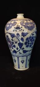 元代淡青花花卉梅瓶一件,器型规整,手工画功,画功一流包浆自然,青花中的典型,收藏佳品
