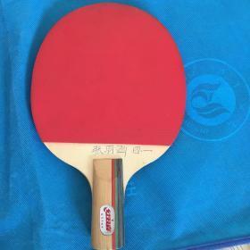 红双喜乒乓球拍一个
