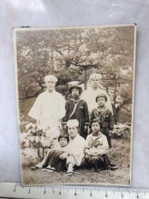 民国时期原版老照片:日本人、女学生合影