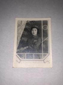 老照片 女军人个人照