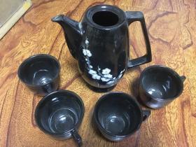 黑釉梅花茶壶 四个茶杯 缺壶盖